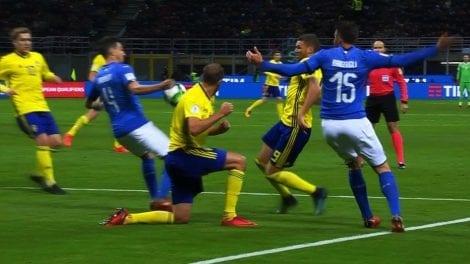 Duoc bo qua 2 qua penalty, Italy van khong the thang Thuy Dien hinh anh 2