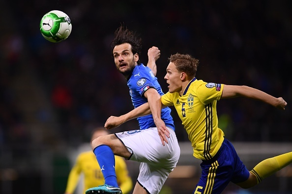 Duoc bo qua 2 qua penalty, Italy van khong the thang Thuy Dien hinh anh 7