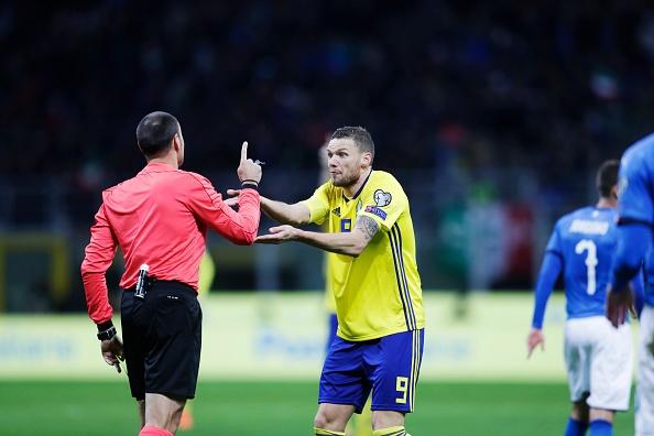 Duoc bo qua 2 qua penalty, Italy van khong the thang Thuy Dien hinh anh 5