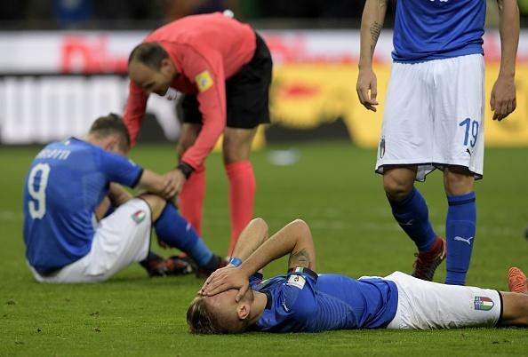 Buffon bat khoc, cau thu Italy nga guc sau that bai hinh anh 1