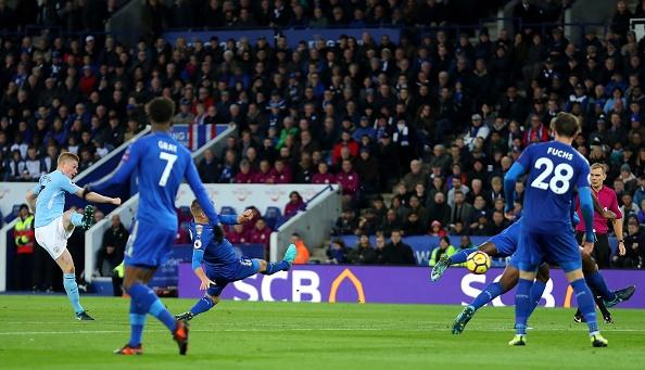 Leicester 0-2 Man City: De Bruyne sut xa dang cap hinh anh 17