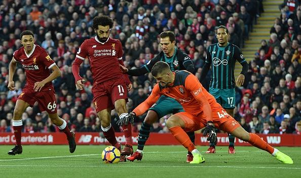 Salah thang hoa, Liverpool ap sat top 4 hinh anh 1