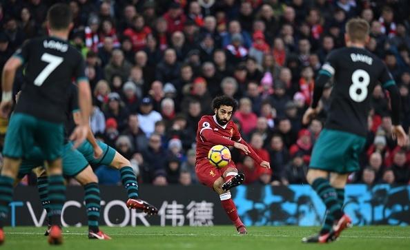 Salah thang hoa, Liverpool ap sat top 4 hinh anh 3
