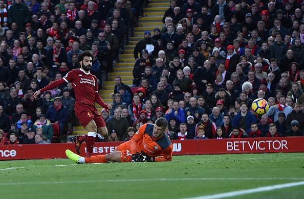 Salah thang hoa, Liverpool ap sat top 4 hinh anh 5