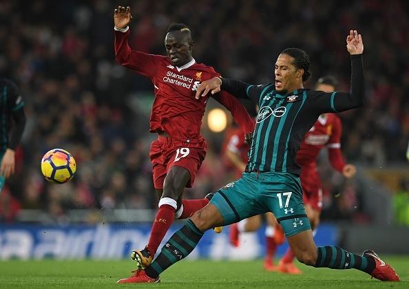 Salah thang hoa, Liverpool ap sat top 4 hinh anh 2