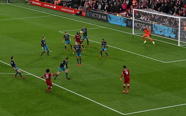 Salah thang hoa, Liverpool ap sat top 4 hinh anh 4