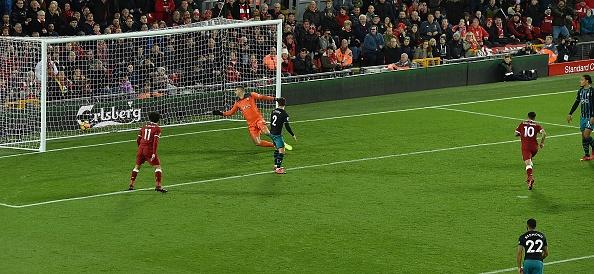 Salah thang hoa, Liverpool ap sat top 4 hinh anh 7