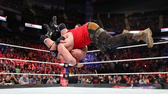 Huyen thoai John Cena bi ha chong vanh trong lan tai xuat hinh anh 11