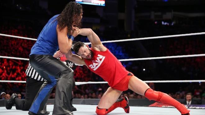 Huyen thoai John Cena bi ha chong vanh trong lan tai xuat hinh anh 2