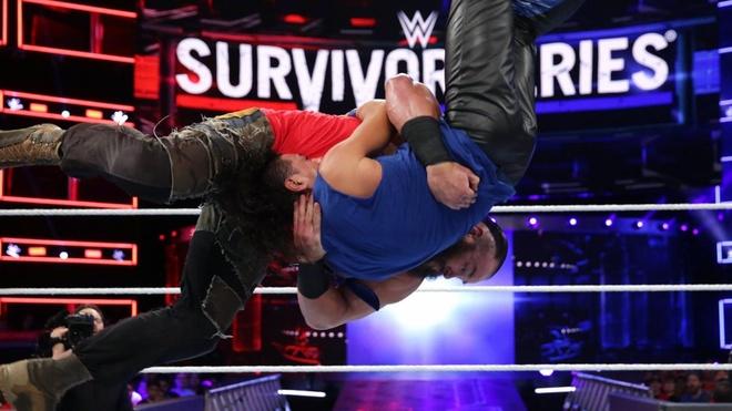 John Cena bi ha chong vanh trong lan tai xua anh 4
