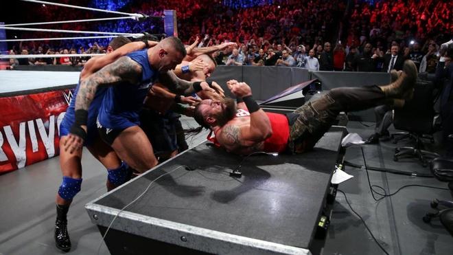 John Cena bi ha chong vanh trong lan tai xua anh 5