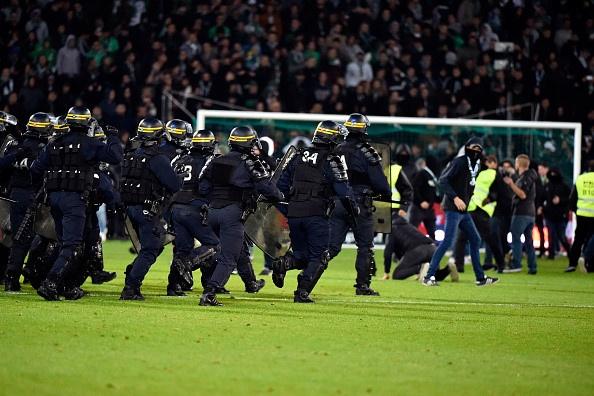 Hang nghin CDV an mung kieu Ronaldo de phan doi BTC Ligue 1 hinh anh 5