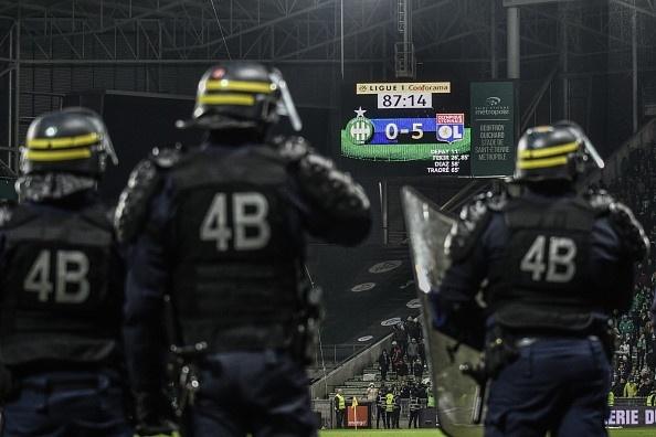 Hang nghin CDV an mung kieu Ronaldo de phan doi BTC Ligue 1 hinh anh 6