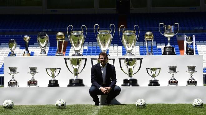 Barcelona thong tri doi hinh vi dai nhat the ky 21 cua UEFA hinh anh 1