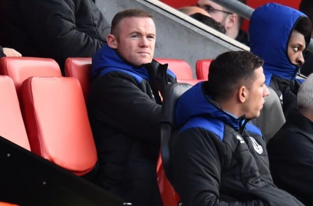 Rooney bat luc nhin dong doi thua tham truoc Southampton hinh anh