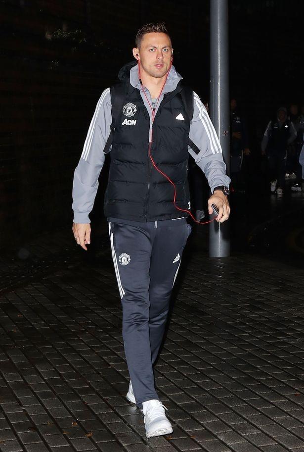 Mkhitaryan lai bi gat khoi doi hinh Man Utd anh 3