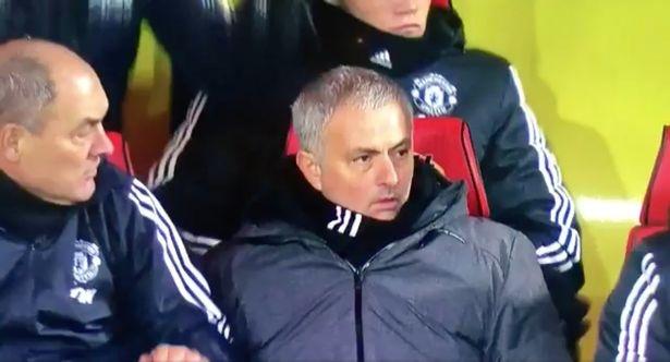 Bieu cam hai huoc cua Mourinho khi Young lap sieu pham hinh anh 2