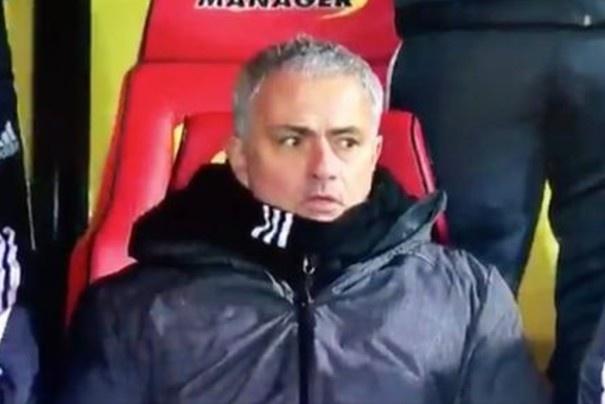 Bieu cam hai huoc cua Mourinho khi Young lap sieu pham hinh anh