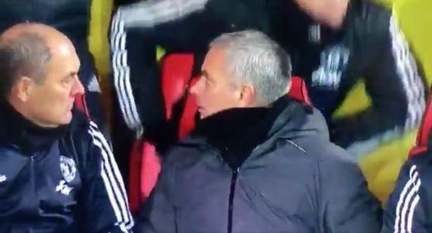 Bieu cam hai huoc cua Mourinho khi Young lap sieu pham hinh anh 3
