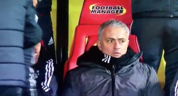 Bieu cam hai huoc cua Mourinho khi Young lap sieu pham hinh anh 4