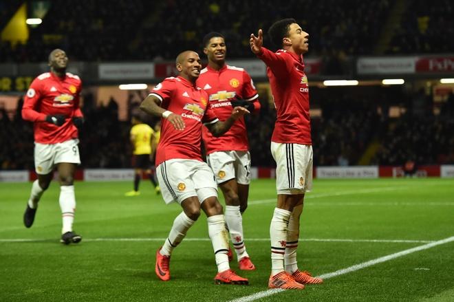 Bieu cam hai huoc cua Mourinho khi Young lap sieu pham hinh anh 11