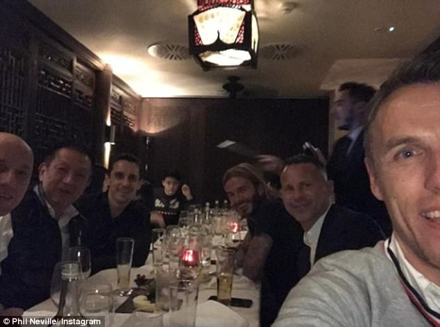Giggs, Beckham rang ro an toi cung ty phu Singapore hinh anh 1