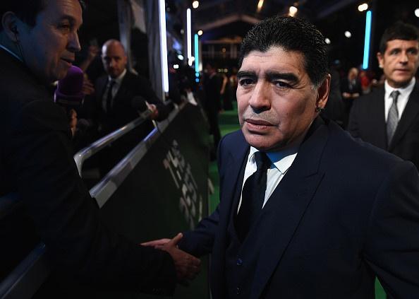 Maradona luon deo 2 dong ho trong cac su kien anh 6