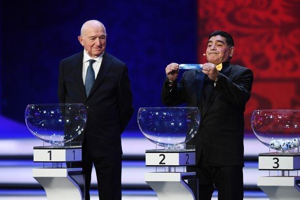 Maradona luon deo 2 dong ho trong cac su kien anh 3