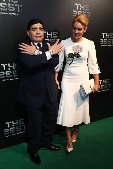 Maradona luon deo 2 dong ho trong cac su kien anh 5