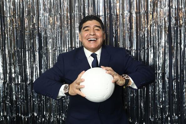 Maradona luon deo 2 dong ho trong cac su kien anh 4