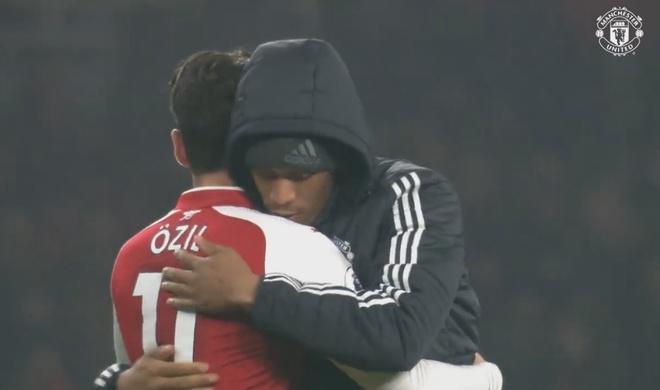 Mung MU thang tran, ngay Oezil roi Arsenal khong con xa hinh anh 4