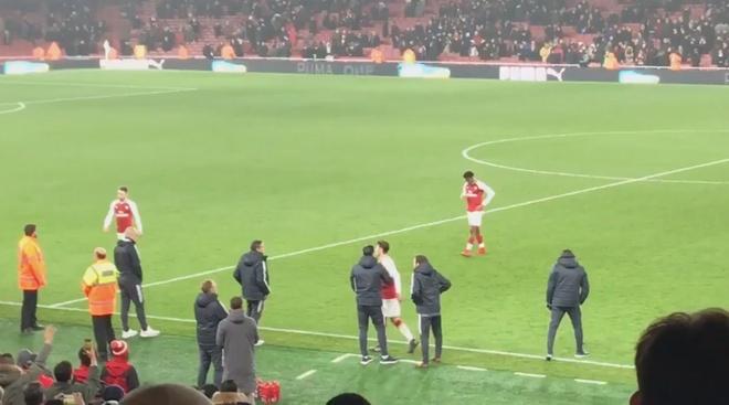 Mung MU thang tran, ngay Oezil roi Arsenal khong con xa hinh anh 3