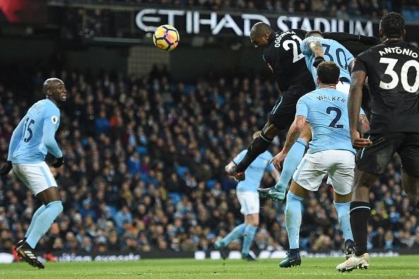 Man City chay da cho derby bang tran thang thu 13 lien tiep hinh anh 15