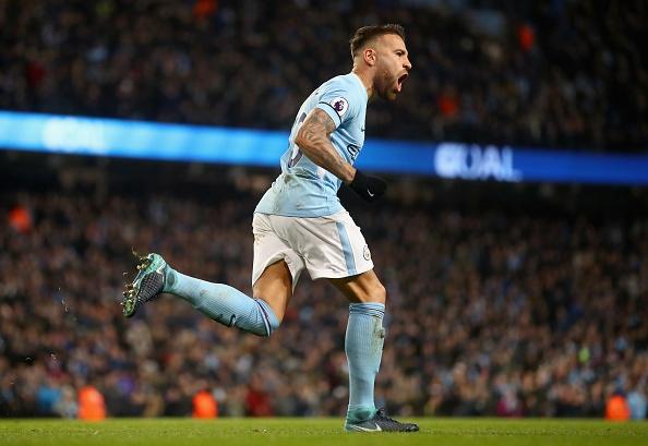 Man City chay da cho derby bang tran thang thu 13 lien tiep hinh anh 20