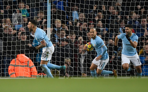 Man City chay da cho derby bang tran thang thu 13 lien tiep hinh anh 19