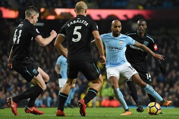 Man City chay da cho derby bang tran thang thu 13 lien tiep hinh anh 24