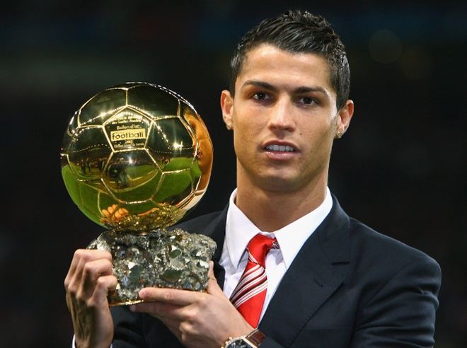 thong tri Qua bong vang cua Ronaldo,  Messi anh 1