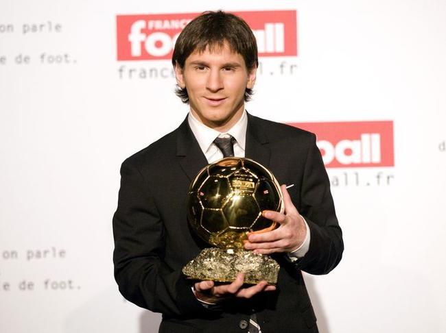 thong tri Qua bong vang cua Ronaldo,  Messi anh 2
