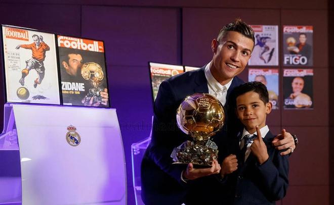 thong tri Qua bong vang cua Ronaldo,  Messi anh 9