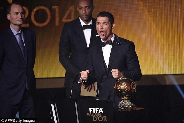 thong tri Qua bong vang cua Ronaldo,  Messi anh 7