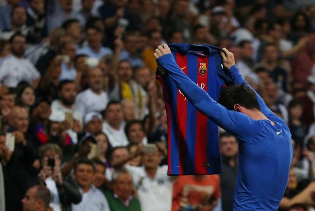 Khong phai Ronaldo, Messi moi xung dang gianh Qua bong vang 2017 hinh anh 2