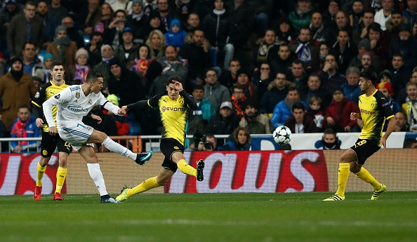 Ronaldo gianh Qua bong vang thu 5, can bang ky luc cua Messi hinh anh 12