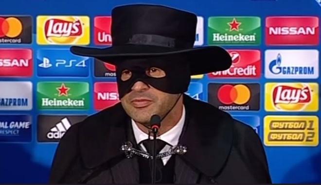 Danh bai Man City, HLV hoa thanh Zorro hinh anh
