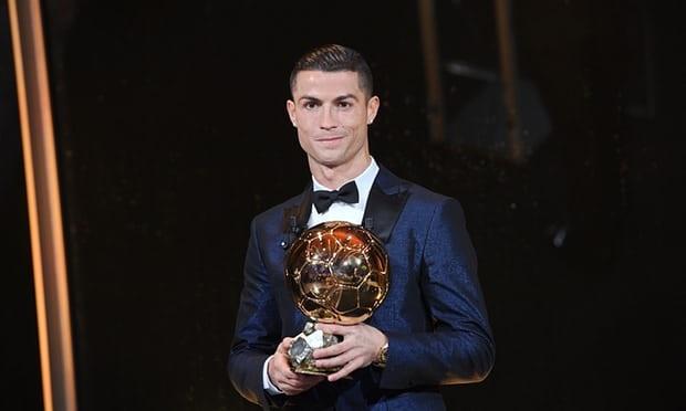 Ronaldo gianh Qua bong vang thu 5, can bang ky luc cua Messi hinh anh 58