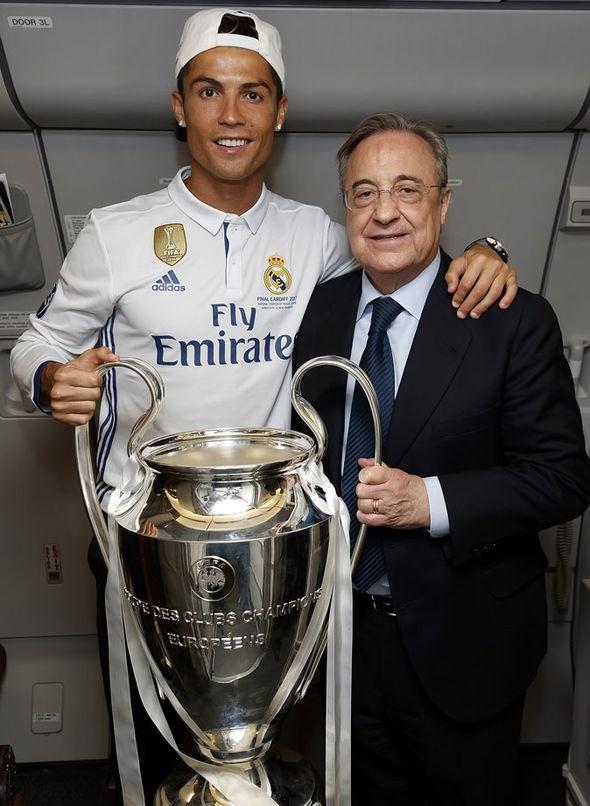 Ronaldo gianh Qua bong vang thu 5, can bang ky luc cua Messi hinh anh 29
