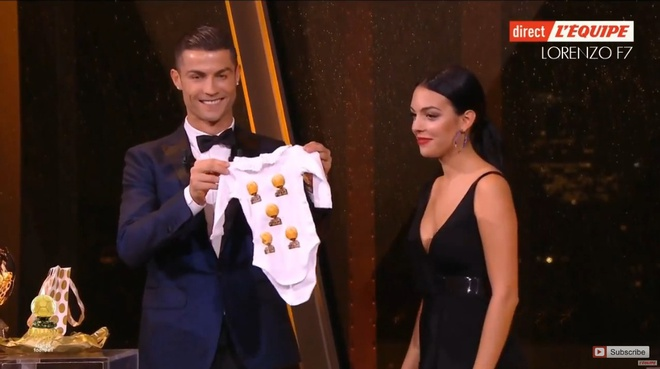 Ronaldo gianh Qua bong vang thu 5, can bang ky luc cua Messi hinh anh 55