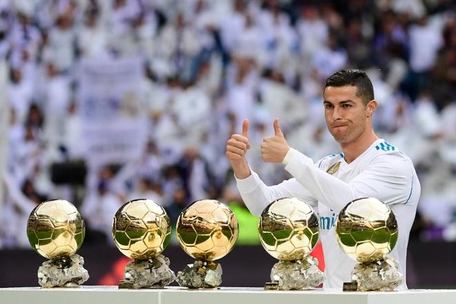 Ronaldo khoe Qua bong vang thu 5 truoc dai chien Sevilla hinh anh 1