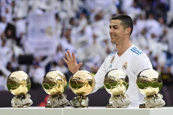 Ronaldo khoe Qua bong vang thu 5 truoc dai chien Sevilla hinh anh 2
