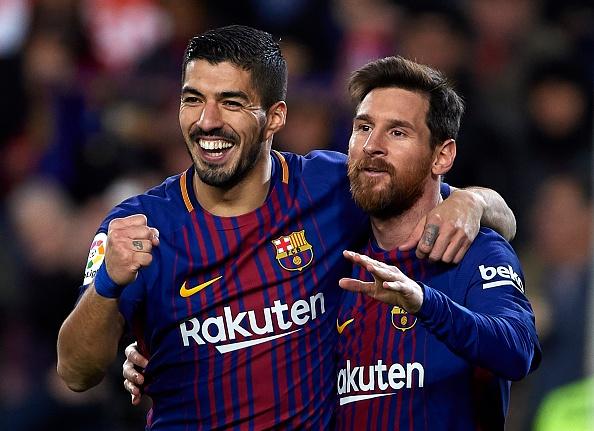 Messi lap hat-trick sut trung khung go, Barca van thang 4-0 hinh anh