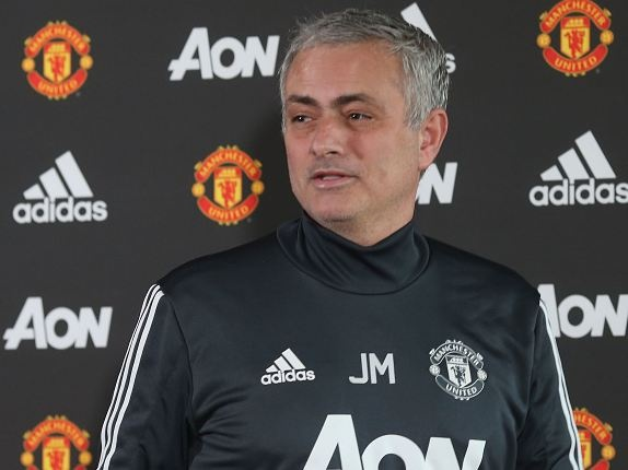 Cau thu Bristol bat ngo vi duoc Mourinho sang chuc mung hinh anh